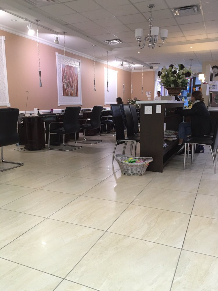 Chateau des ongles nail salons 7675 rue st denis - Salon ongles montreal ...