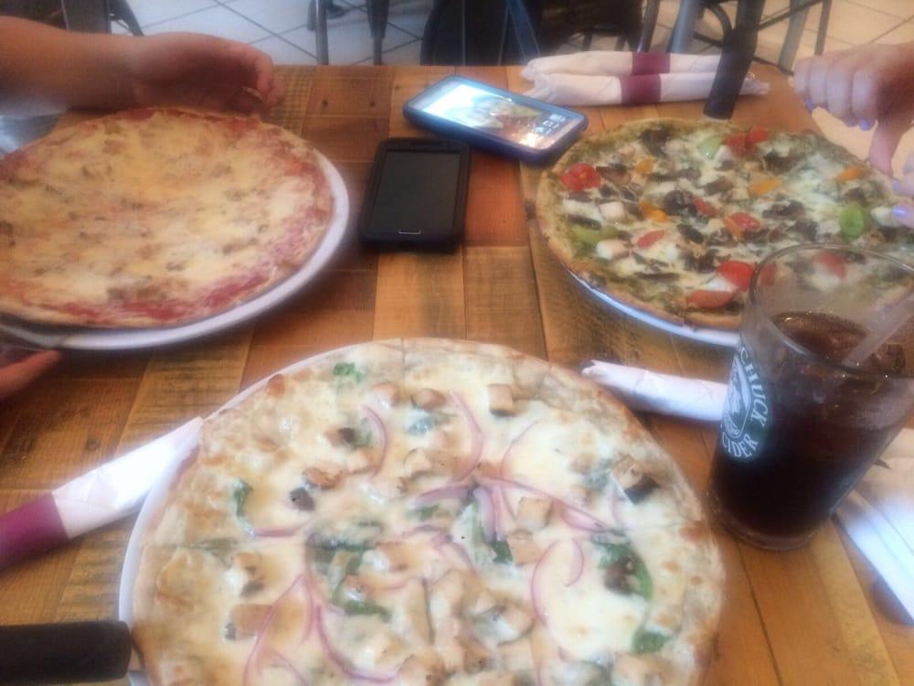PizzArte: Calle Celís Aguilera 74-80, Caguas, PR