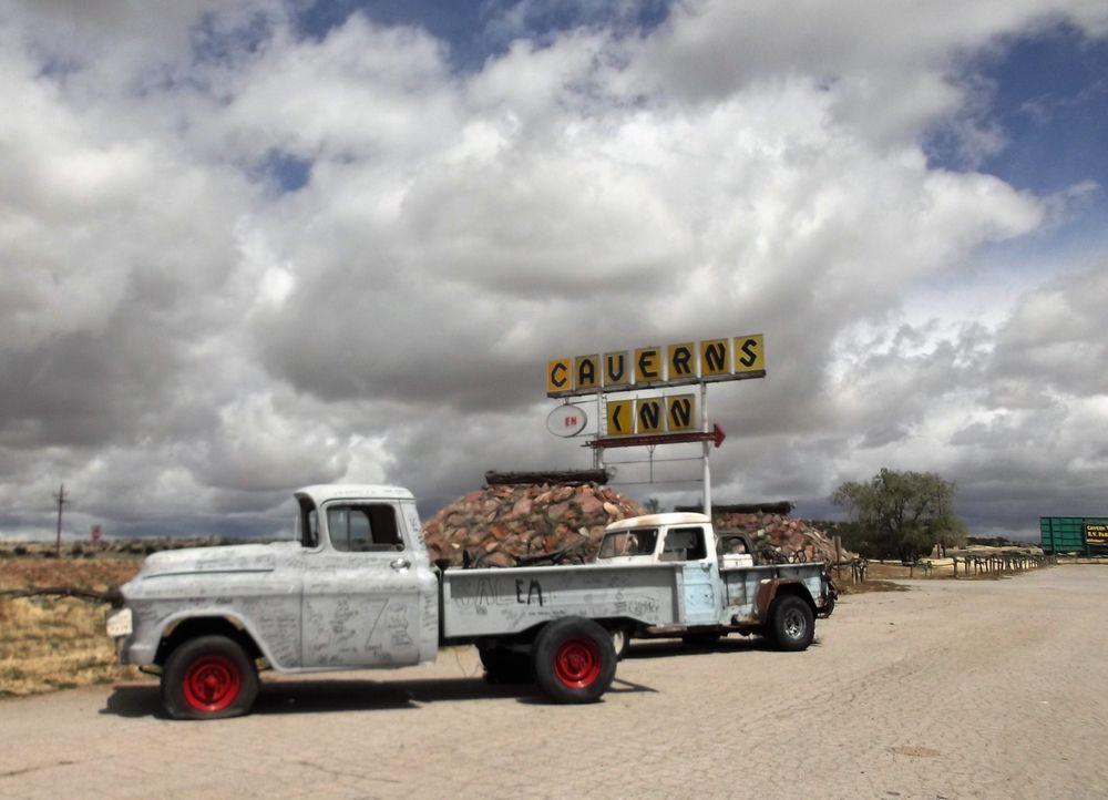 Grand Canyon Caverns & Inn: Mile 115 On Route 66, Peach Springs, AZ