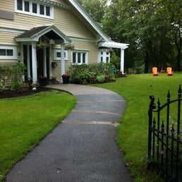 Leaside Manor Suites & Apartments - Bed & Breakfast - 39 ...