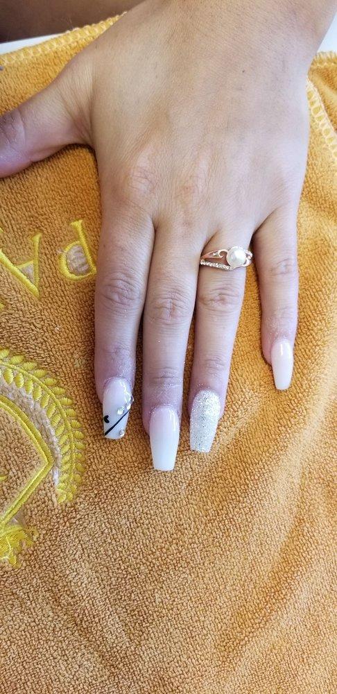 Paradise Nails: 165 Holt Garrison Pkwy, Danville, VA