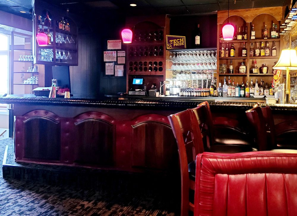 Nick's Restaurant & Lounge: 895 S Jefferson Ave, Cookeville, TN