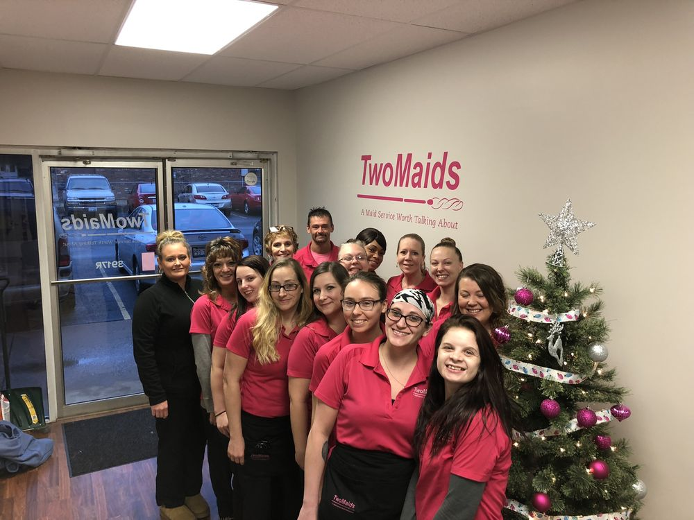 Two Maids & A Mop: 3917R N Sheridan Rd, Peoria, IL
