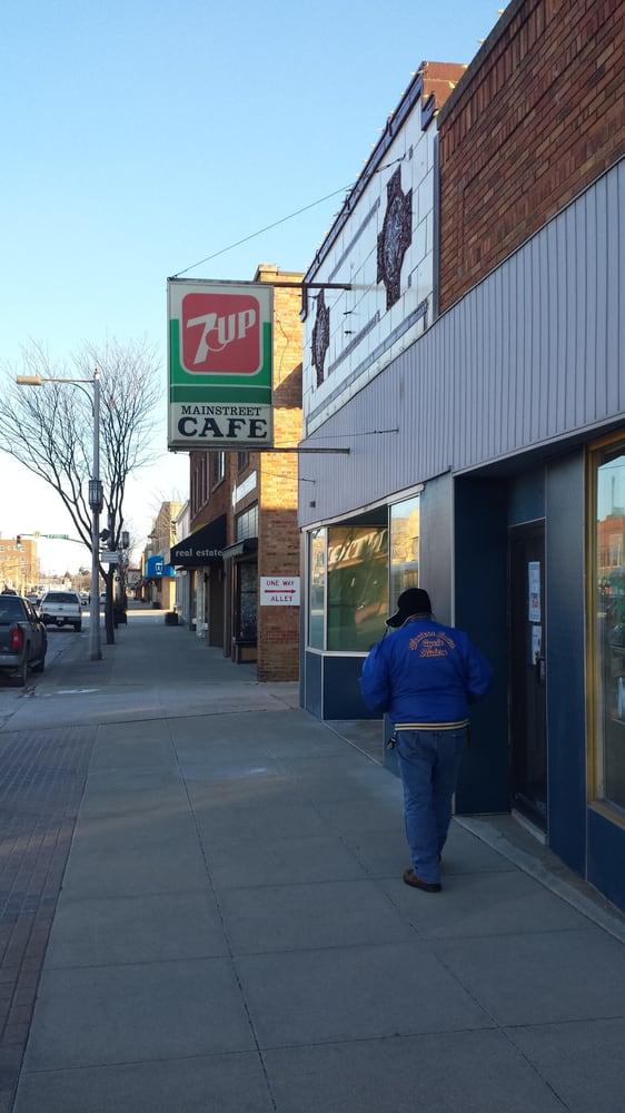 Sisters Mainstreet Cafe: 312 Grand Ave, Spencer, IA