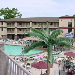 Photo Of Edgewater Downtown Hotel And Suites Put In Bay Oh