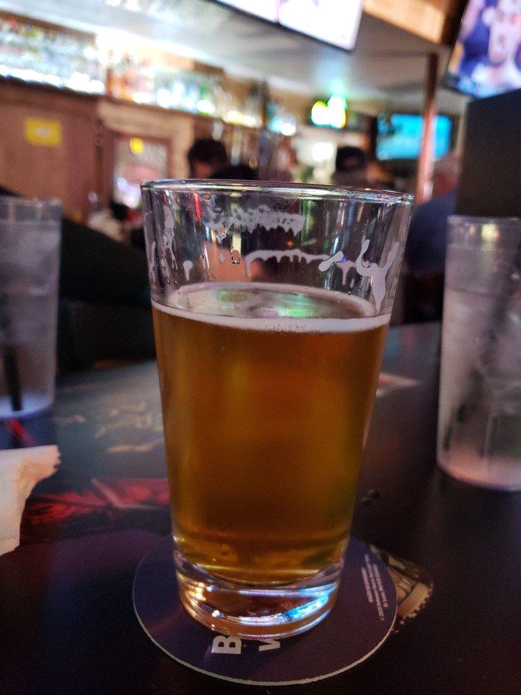 Stone Front Tavern: 5690 Commercial St SE, Salem, OR