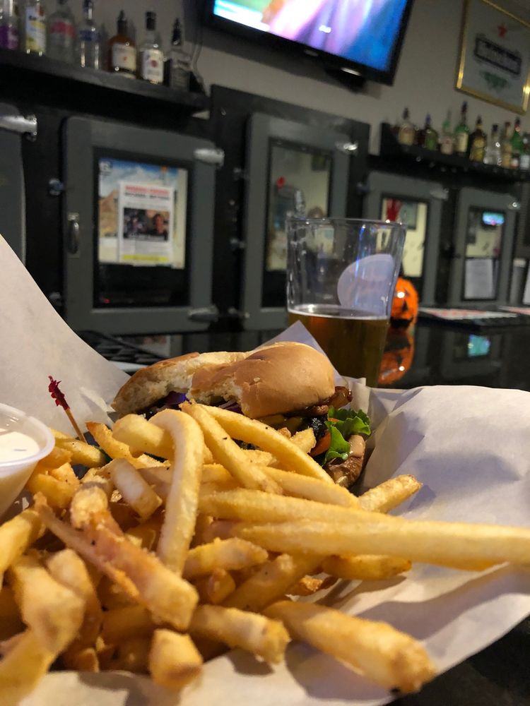 Gridiron Sports Bar And Grill: 262 Smith St, Harrisburg, OR