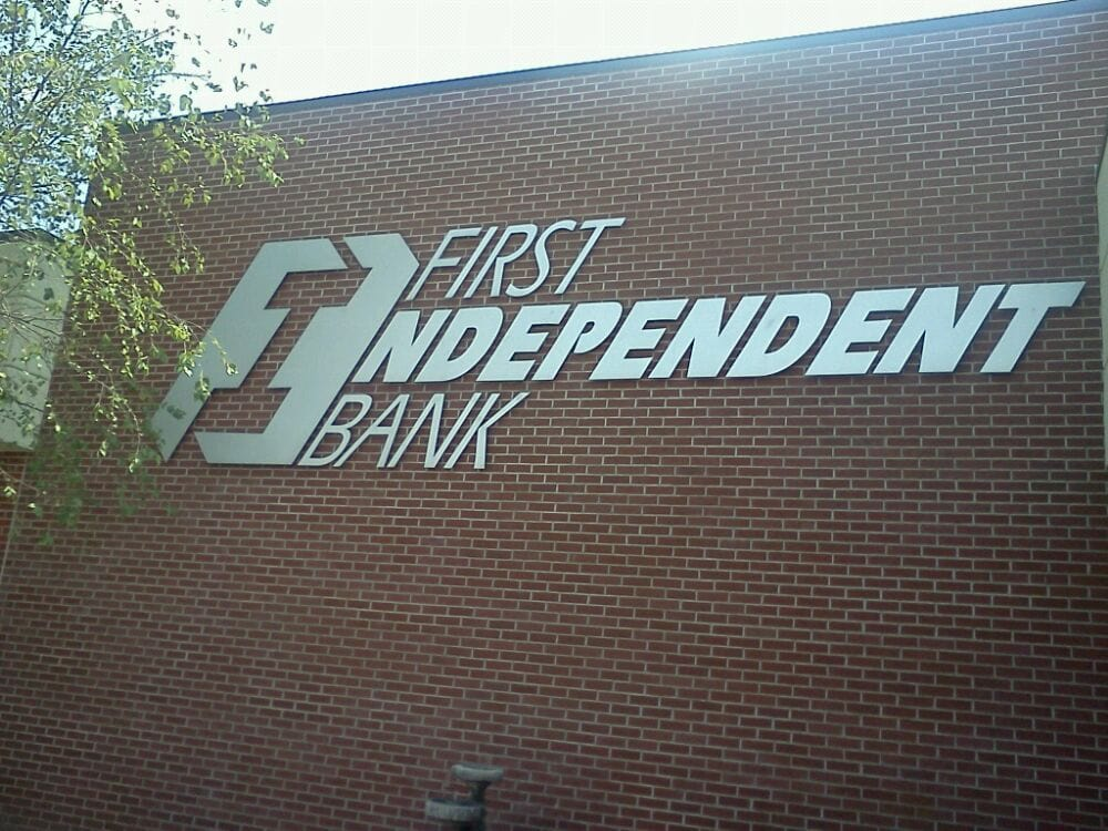 First Independent Bank: 1100 S Elliott Ave, Aurora, MO