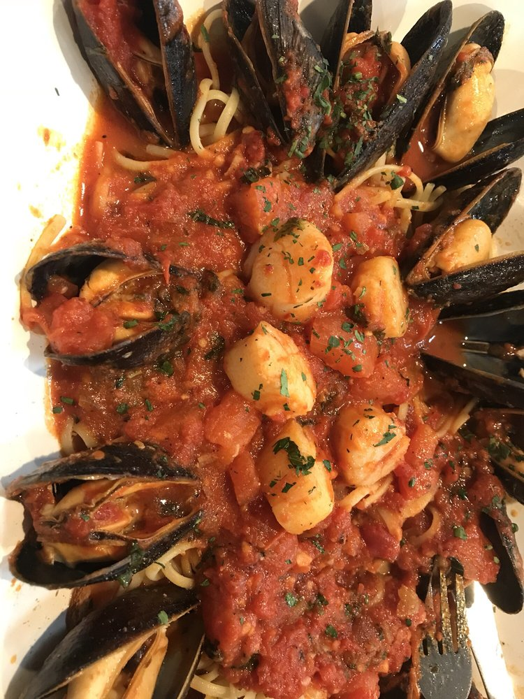 Photo Of Abate Apizza Seafood Restaurant New Haven Ct United States