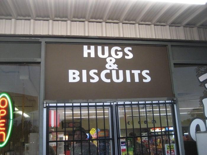 Hugs & Biscuits: 101 Hwy 10 SE, Hackett, AR