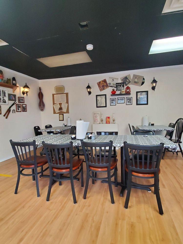 Bonnie & Clydes Appalachian Cuisine: 5145 US hwy 25 70, Marshall, NC