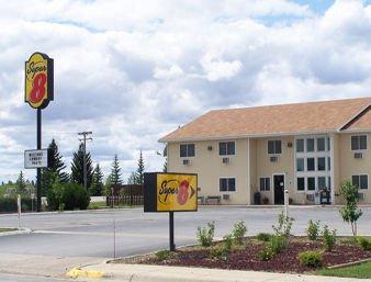 Super 8 by Wyndham Lewistown: 102 Wendell Ave., Lewistown, MT