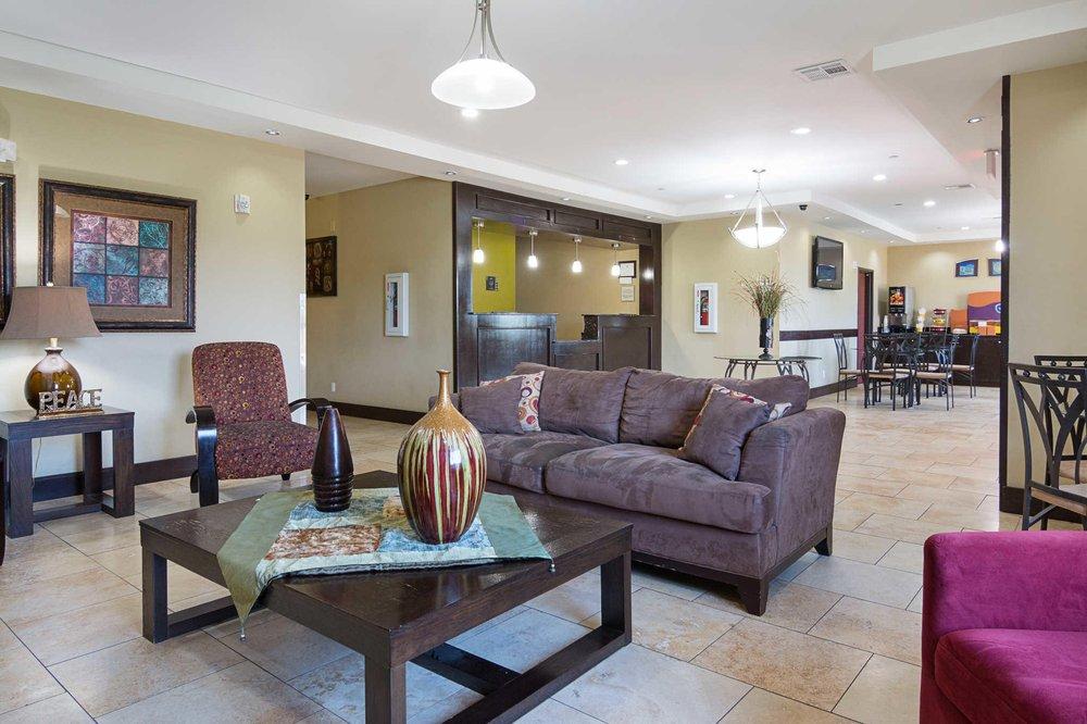Rodeway Inn & Suites: 5930 Hwy 167 North, Winnfield, LA