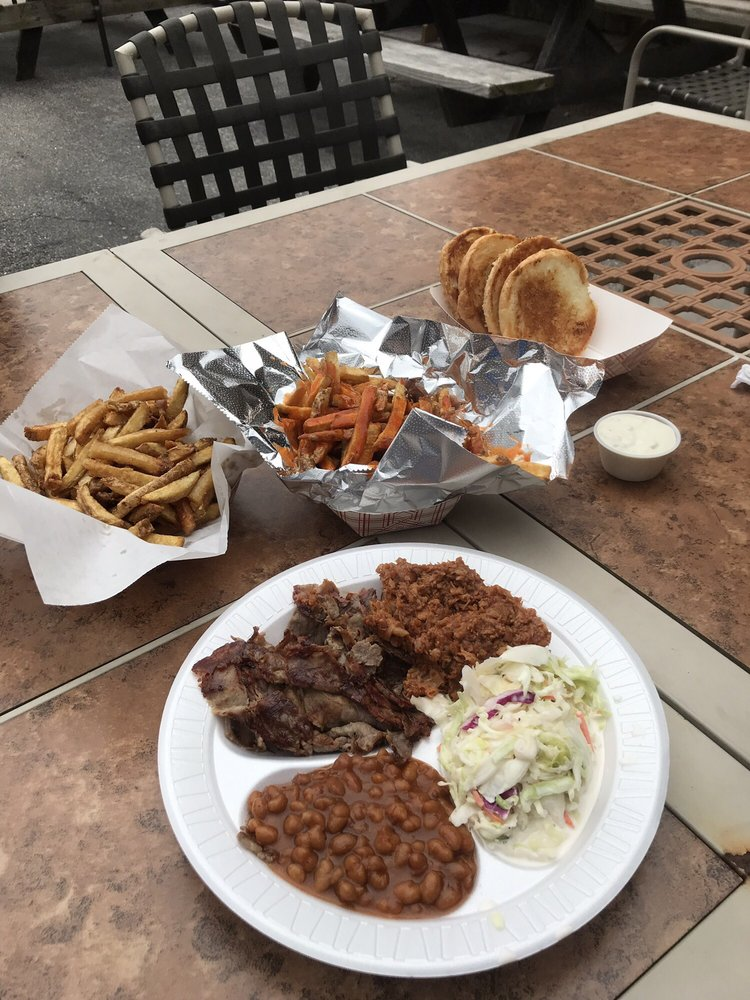 Hog Wild Catering & Bbq Carry Out: 507 W King St, East Berlin, PA