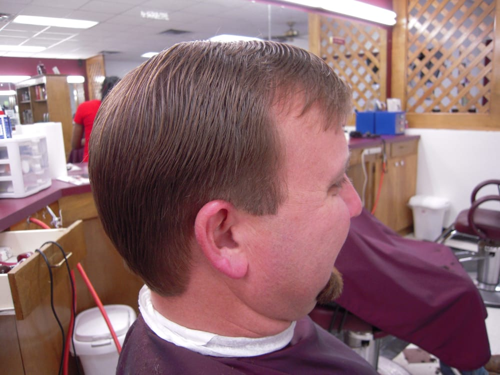 Maroon White Barber Shop 15 Photos 10 Reviews Barbers 1506
