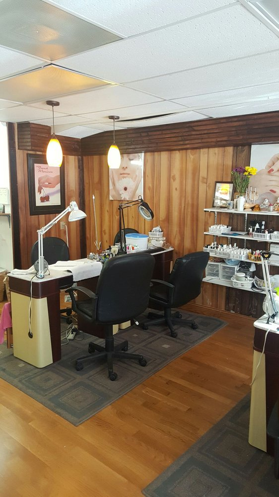 Lilly Nails: 958 4th Ave, Windom, MN