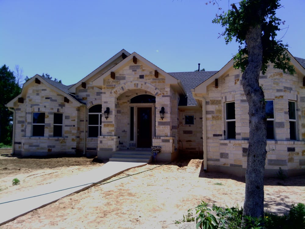 Elgin Seamless Gutters: 275 Old Lexington Rd, Elgin, TX