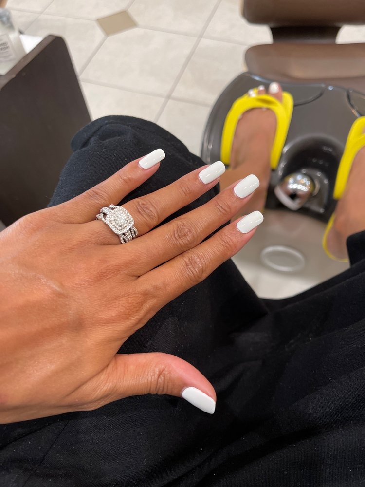Amanda's Nails: 865 N Main St, Alpharetta, GA