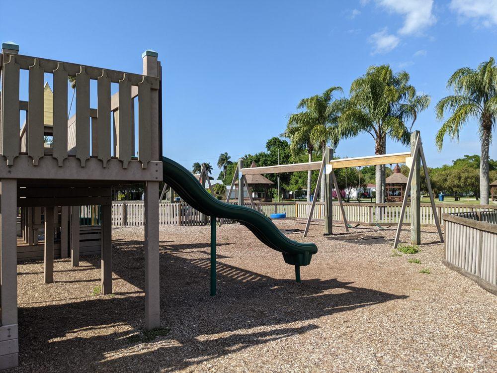 Sikes Park: 515 Valencia, Clewiston, FL