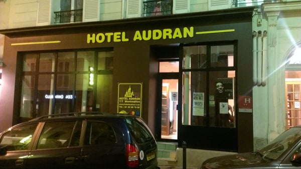 H tel audran h tels 7 rue audran montmartre paris for Hotel paris telephone