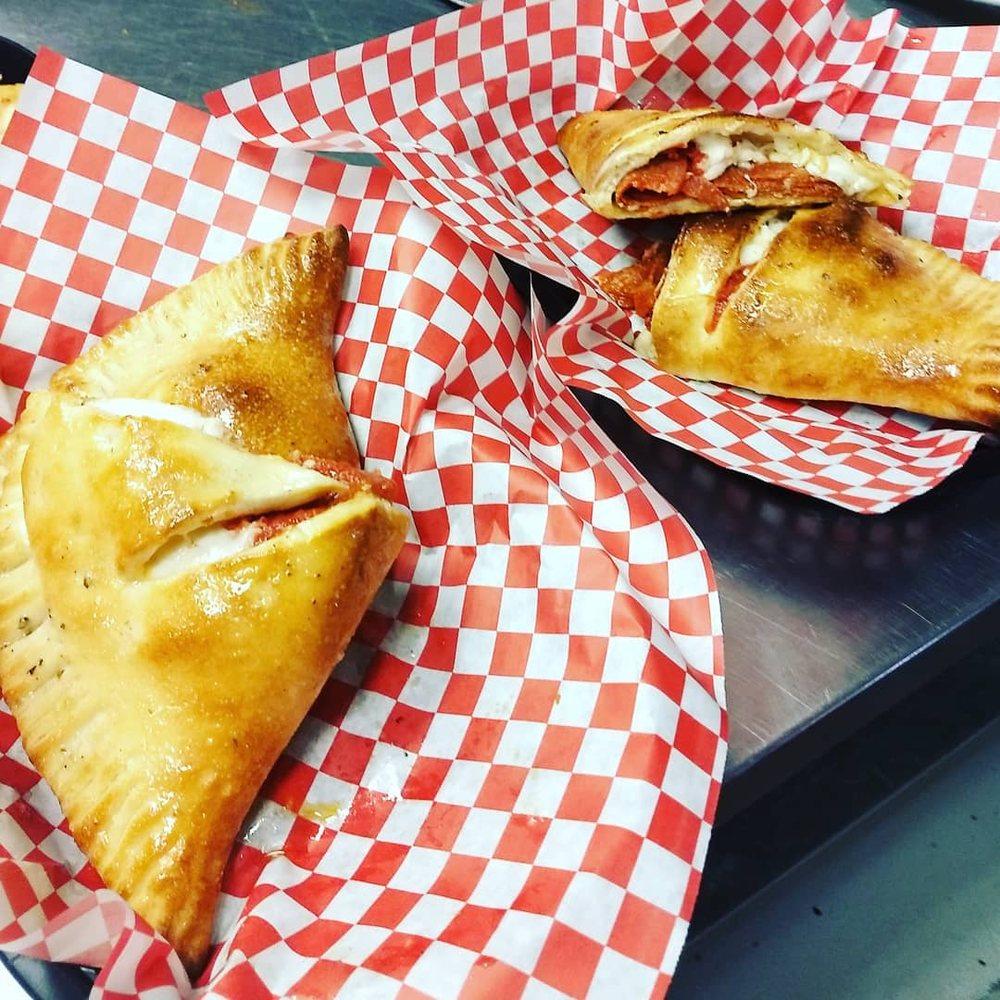 Greek's Pizzeria: 813 E McGalliard Rd, Muncie, IN