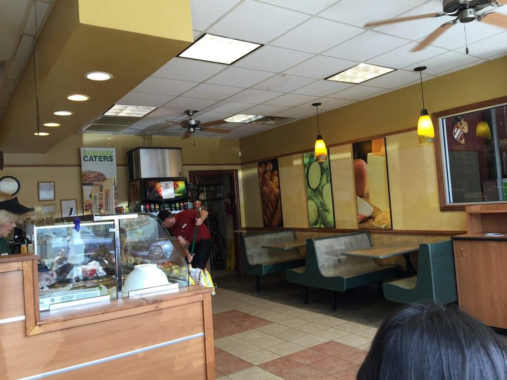 Subway: 1455 5th St, Jellico, TN