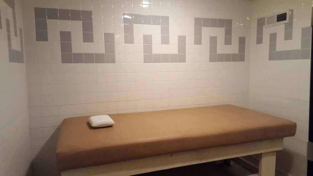 Ely Vip Spa Massage Free Body Scrub And Free Table Shower