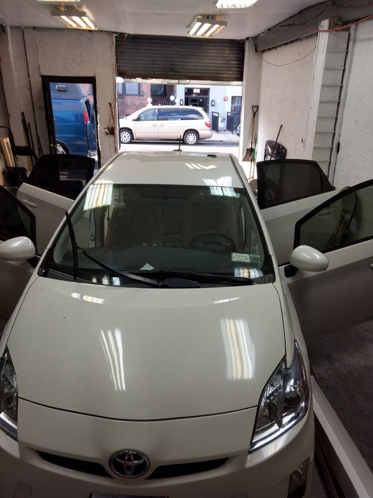 Brooklyn Discount Auto Glass and Tinting
