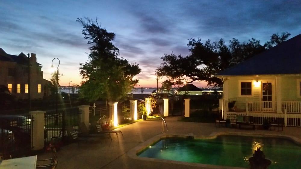Bay Town Inn Bed & Breakfast: 208 N Beach Blvd, Bay Saint Louis, MS
