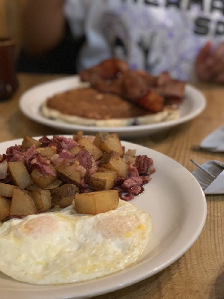 Dusty Spur Cafe: 1502 S Ave, La Grande, OR