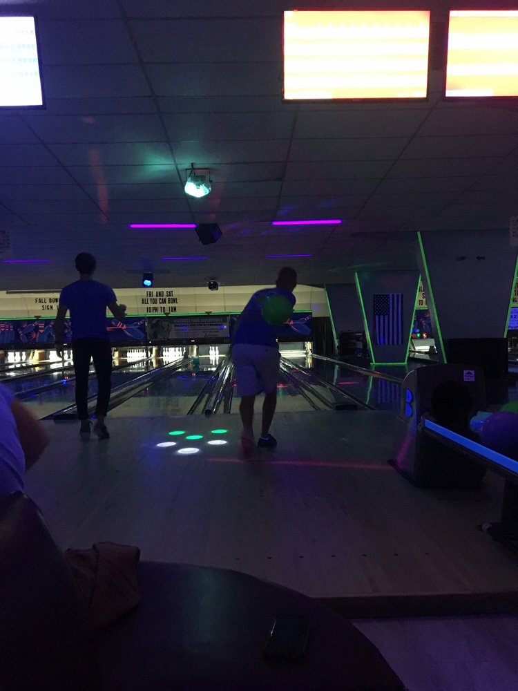 Conway Family Bowl: 1010 Oak St, Conway, AR