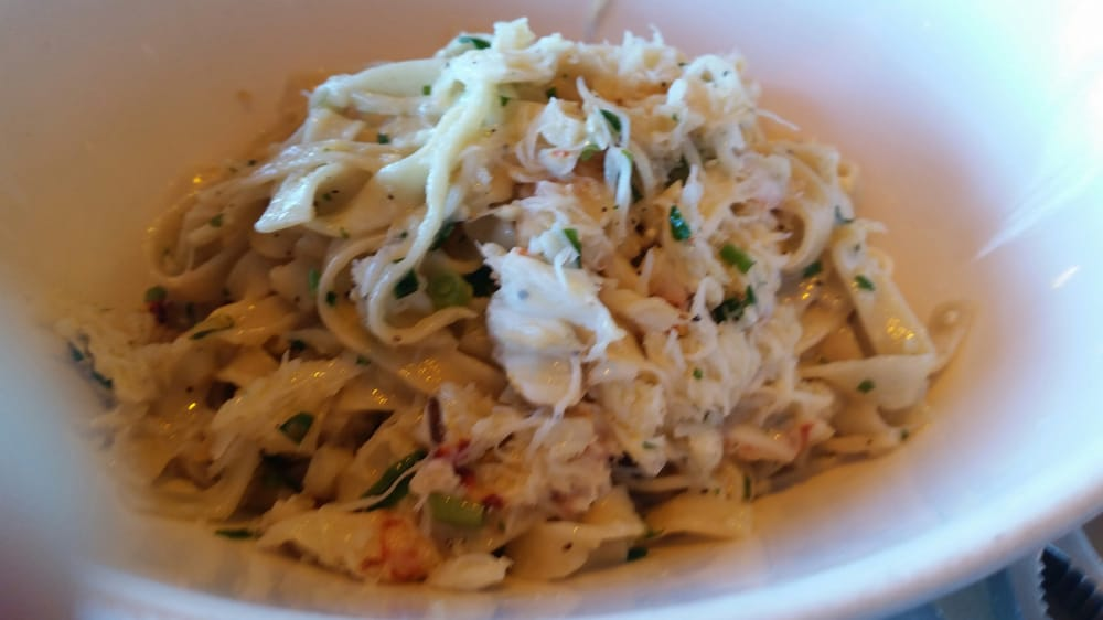 Garlic noodles with crab good amount of crab and fine for Dead fish crockett california