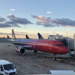 71aa2034e6fc Alaska Airlines - 15 Photos & 29 Reviews - Airlines - 2605 S Clark St,  Crystal City, Arlington, VA - Phone Number - Yelp