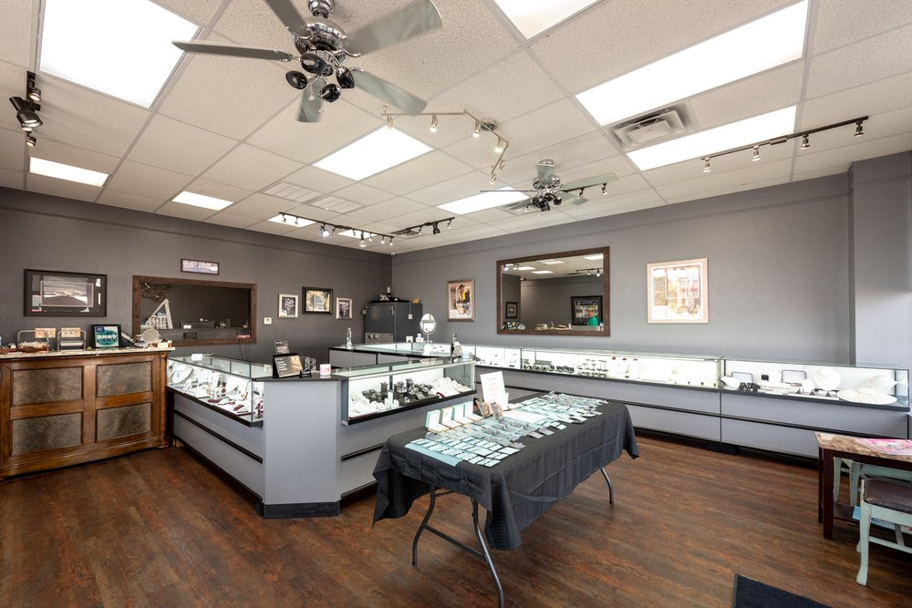 Byron's Jewelry: 2601 E Race Ave, Searcy, AR