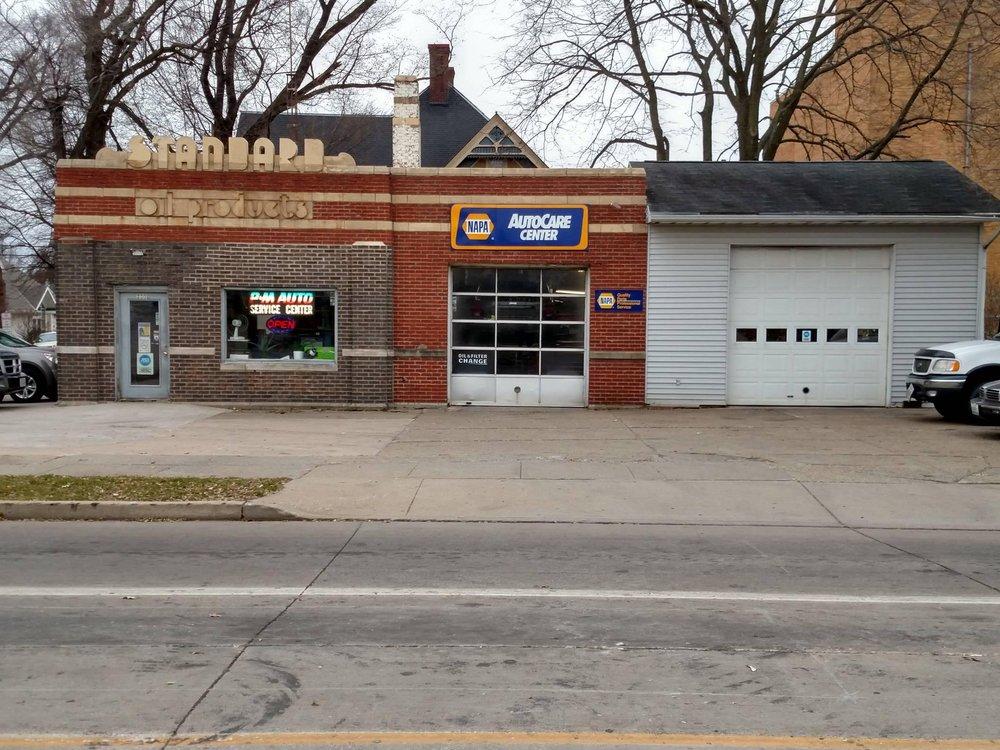 P & M Service Center: 233 E Jackson St, Macomb, IL