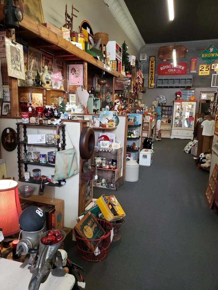 Fleas-An-Tiques: 107 W Main St, Independence, KS