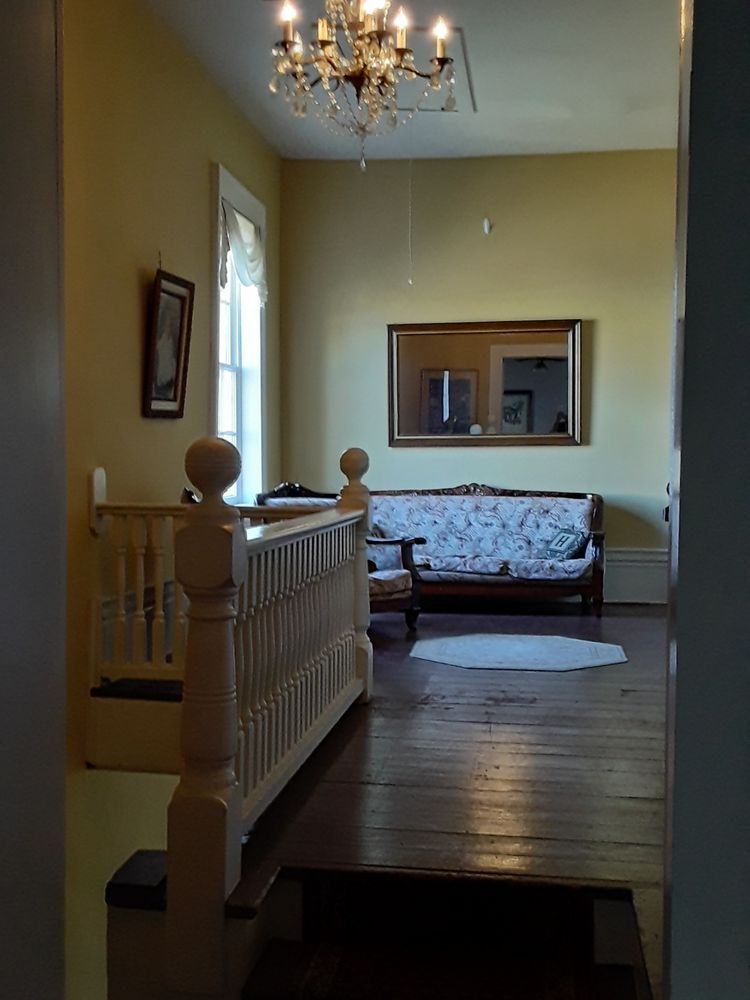 Hall Place Bed & Breakfast: 313 S Green St, Glasgow, KY