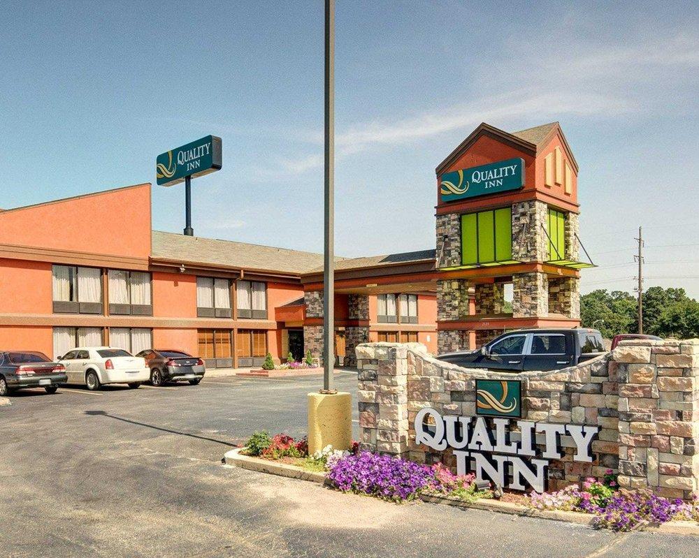 Quality Inn: 2120 Burnham Rd, Fort Smith, AR