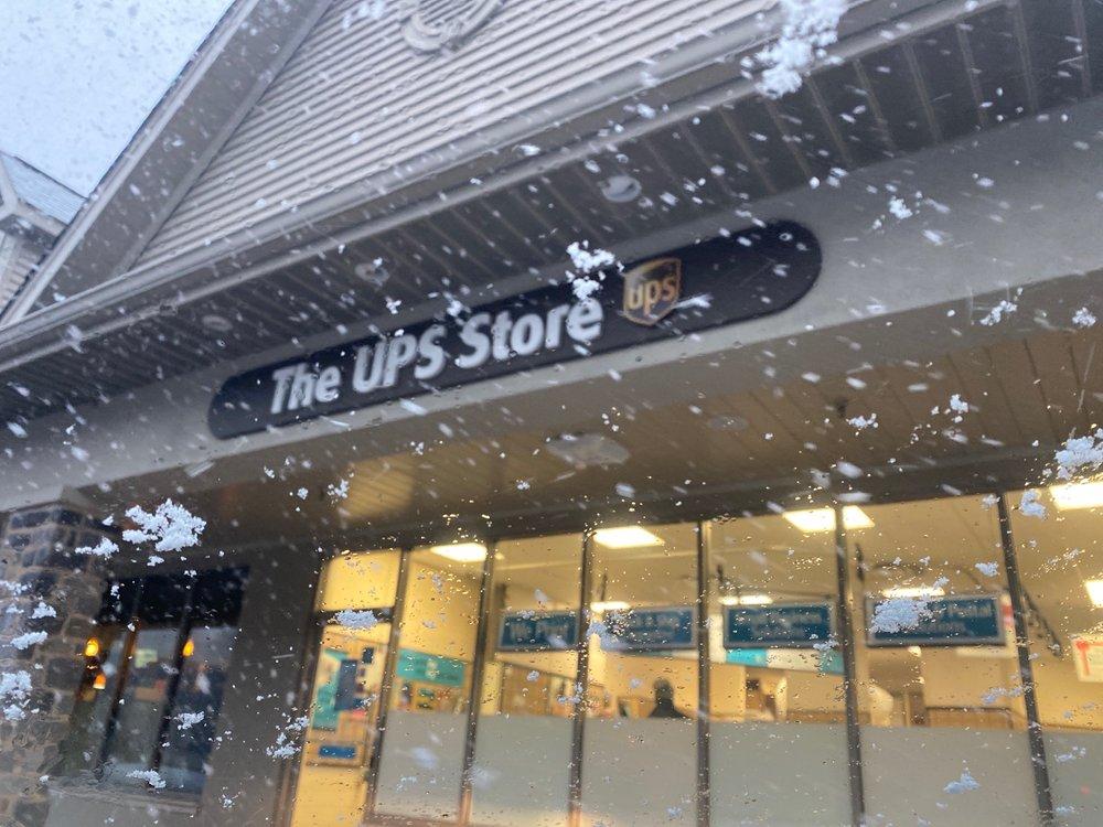The UPS Store: 4023 Kennett Pike, Wilmington, DE
