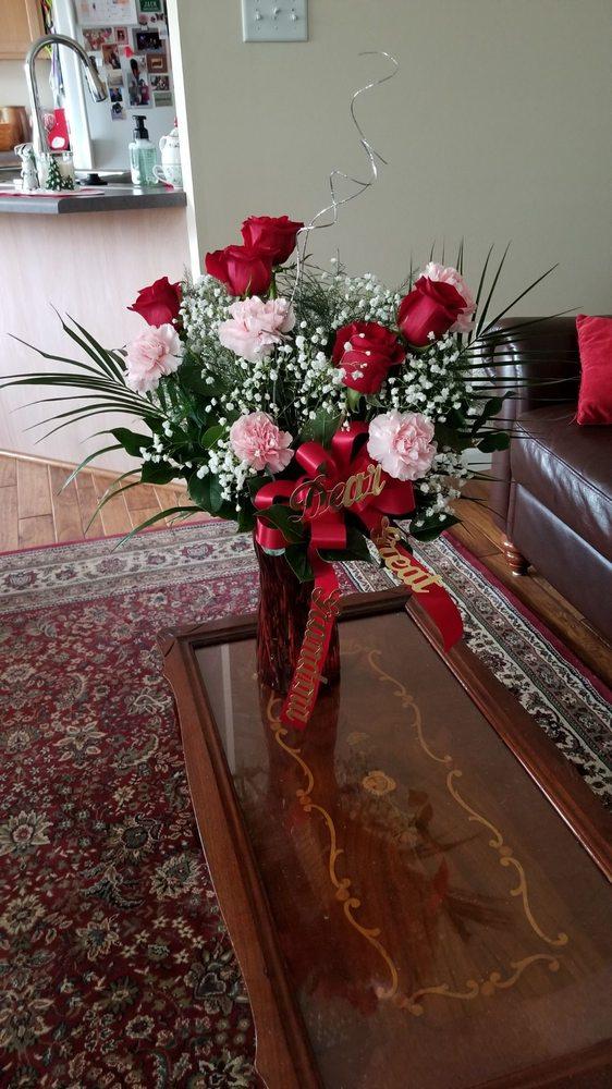 Dooley's Florist & Gifts: 690 Saint Francois St, Florissant, MO
