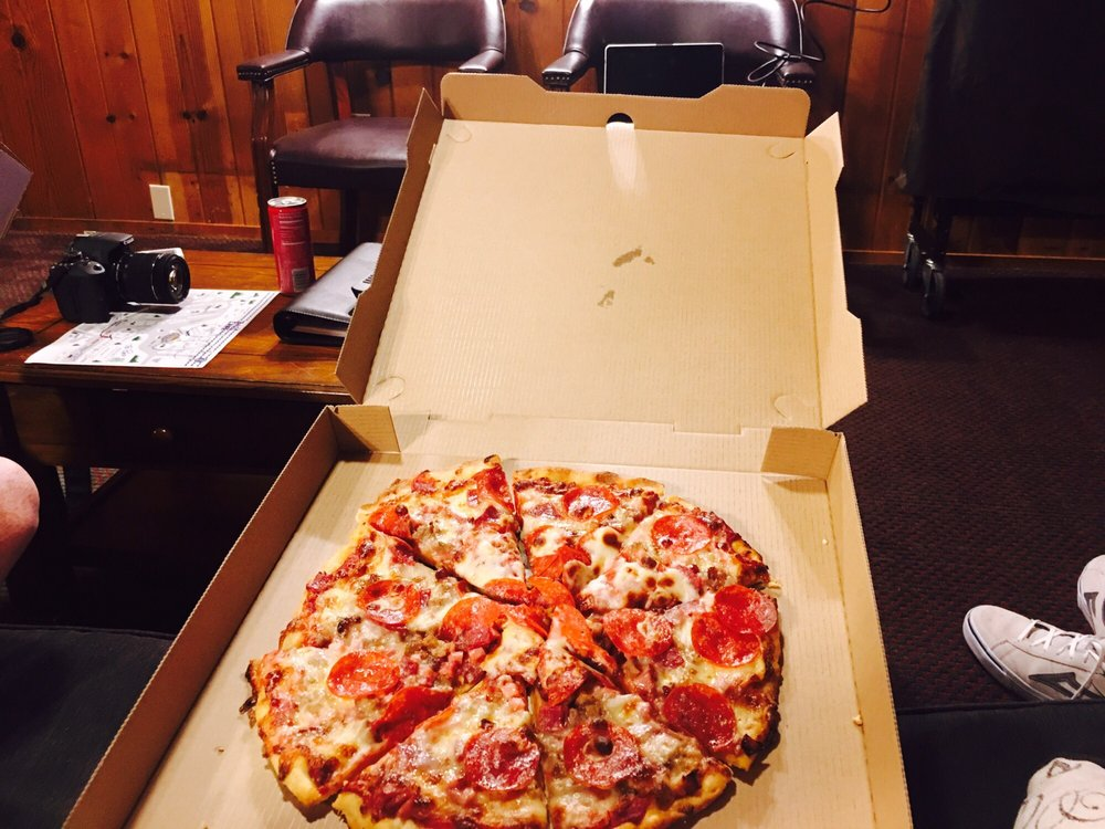 Sugar Pine Pizza: 40487 Highway 41, Oakhurst, CA