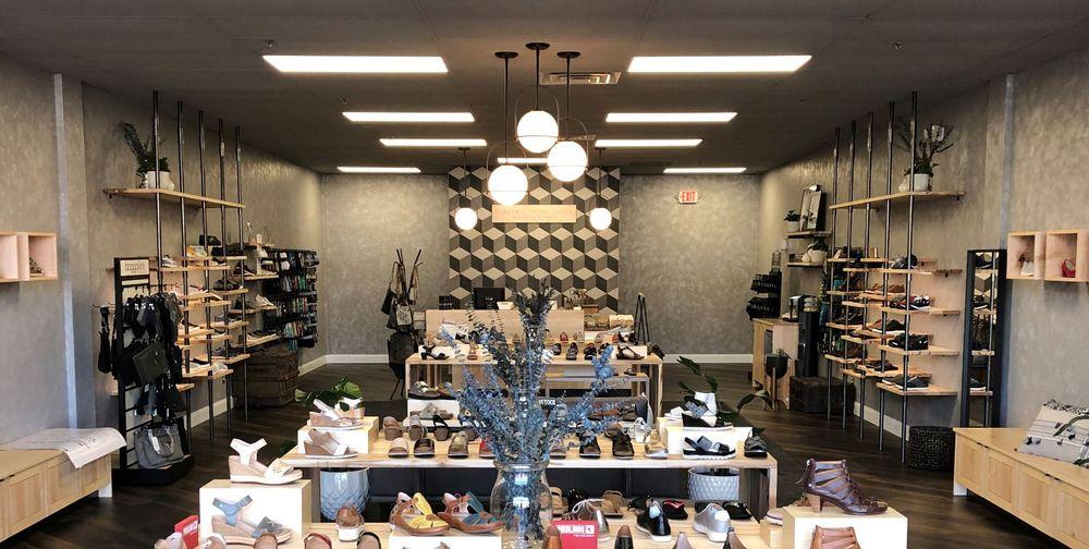 Benjamin Lovell Shoes: 901 N Bethlehem Pike, Spring House, PA
