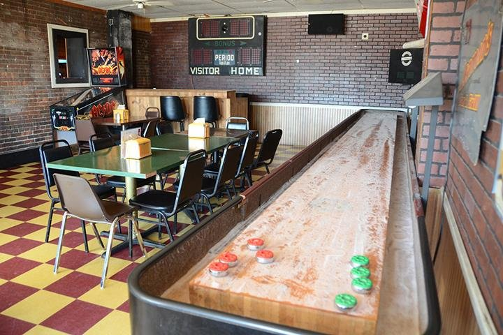 Leamen's Bar and Grill: 209 N State St, Geneseo, IL