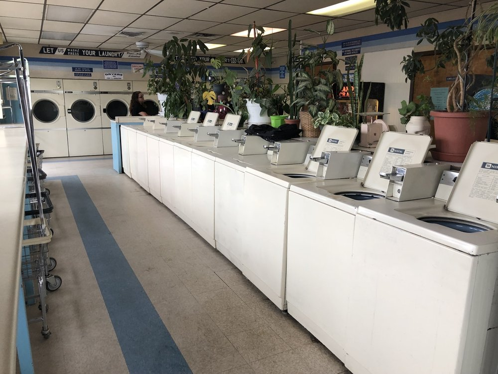 Stillwell Coin Laundry: 455 Hwy 314 SW, Los Lunas, NM