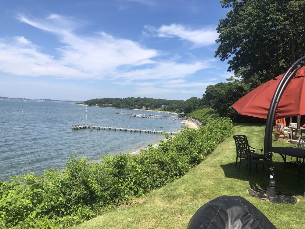 Shelter Island Yacht Club: 12 Chequit Ave, Shelter Island Heights, NY