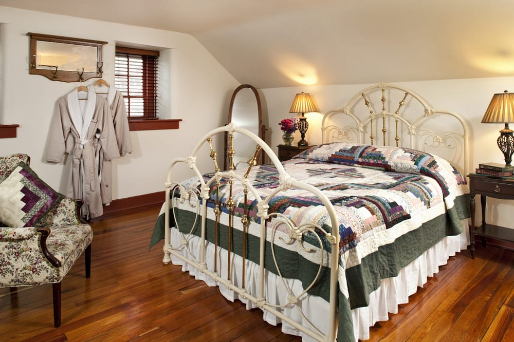 Speedwell Forge Bed and Breakfast: 465 Speedwell Forge Rd, Lititz, PA