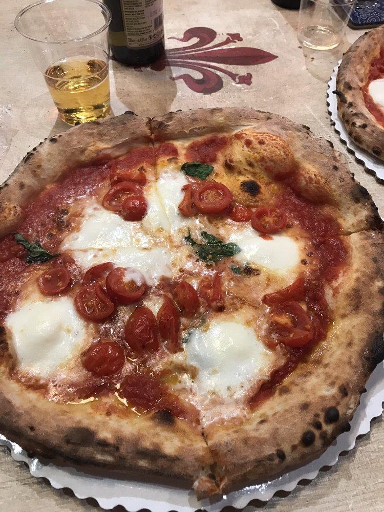 Foto de Pizza Napoli 1955 - Firenze, Italia. Bufala