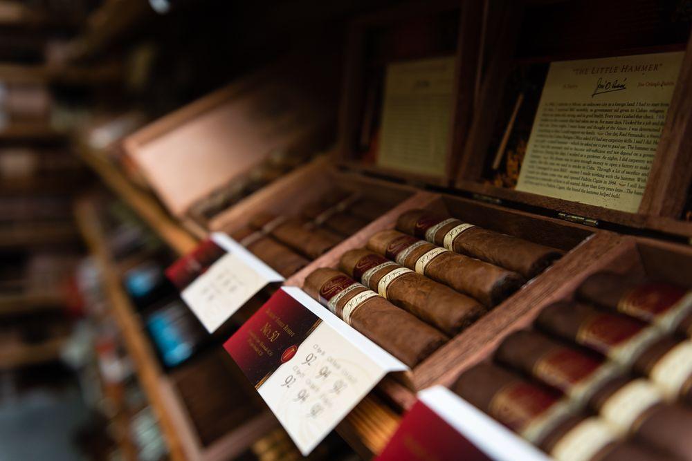 MC Cigar Shop and Lounge: 3331 Lithia Pinecrest Rd, Valrico, FL