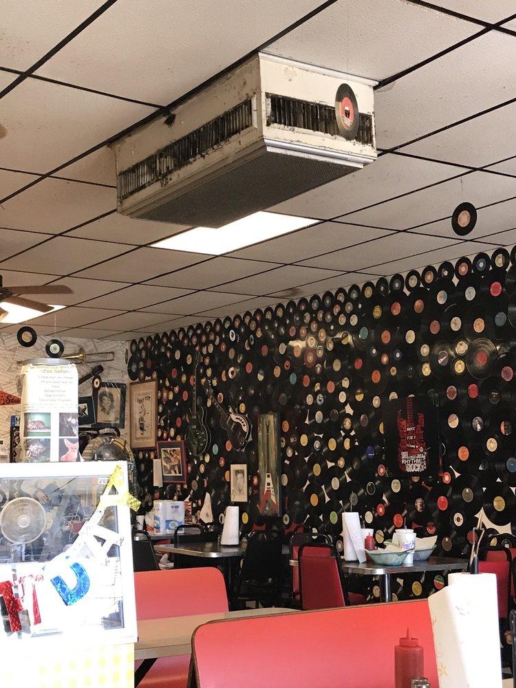 DJ'S Diner: 103 Harold Andrews Blvd, Locust Grove, OK