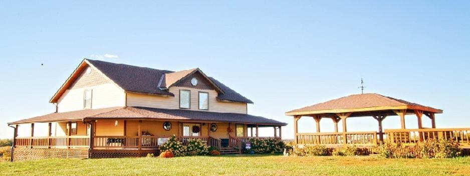Jefferson Hill Vineyards: 12381 Washington Rd, Mclouth, KS